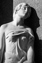Sun of spring (michael_hamburg69) Tags: braunschweig germany deutschland cemetery friedhof gottesacker hauptfriedhof zentralfriedhof centralfriedhof helmstedterstrasse sculpture skulptur scultura woman frau sitzend sitting kranz augen geschlossen closed eyes hansdammann sculptor bildhauer