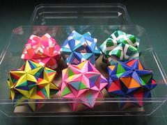 Ferrero Rocherのケースに並べてみた2 (Masaya2012) Tags: sonobe くす玉 smalltriambicicosahedron 薗部 ユニット kusudama modular modularorigami sonobevariation 模様 折り紙