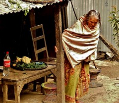 NEPAL, Auf dem Weg nach Pokhara, arm , 16025/8286 (roba66) Tags: frau nepalesin alte old people menschen reisen travel explore voyages roba66 visit urlaub nepal asien asia südasien pokhara leute woman portrait lady portraiture home hütte