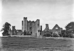 """""""Castle and Ruins near Dublin"""" - is actually Bective Abbey, Co Meath (National Library of Ireland on The Commons) Tags: eason easonson easoncollection easonphotographiccollection glassnegative 20thcentury nationallibraryofireland castleruins ireland bective countymeath possiblecataloguecorrection abbey bectiveabbey locationidentified freedom nationalmonument dissolutionofthemonasteries estate opw braveheart"""