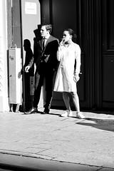 La pause cigarette (Paolo Pizzimenti) Tags: vélo pêcheur cigarette pause couple élégance paris cesenatico paolo olympus penf omdem1mkii f18 film pellicule argentique dosineau m43 mirrorless 45mm