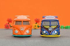 Macro Mondays - Orange And Blue (Gaviotita) Tags: macromondays hmm orangeandblue koolkombi hotwheels carritos macro naranjayazul gabygarcía gaviotita