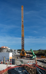 Basking in Sunshine. (HivizPhotography) Tags: liebherr lifting lift heavy heavyhaulage ainscough aberdeen awpr lg1550 mobile jamesjack crane sun yellow beams