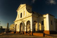 Iglesia Mayor de la Santísima Trinidad (Carpetovetón) Tags: iglesia atardecer trinidad edificio cuba sonynex5n