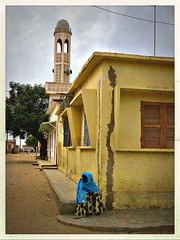 Au Coin de la Rue (Ansanshi) Tags: streetphoto mosquée aof city urban africa ansanshi saintlouis senegal