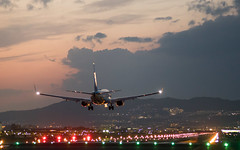 Landing (edward.cheung) Tags: osaka japan airport sunset lightart a7r2 contax g90 handheld aviation 大阪國際機場 伊丹機場 大阪国際空港 おおさかこくさいくうこう
