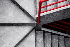 De la superficie, a la oscuridad (agarca) Tags: red stairs canon eos rojo stm 40mm f28 escaleras desaturacin 650d selectiva varandilla
