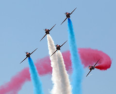 Red Arrows (Bernie Condon) Tags: plane hawk aircraft aviation military jet formation planes arrows reds bae trainer redarrows raf rafat