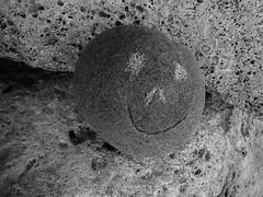 Land art sur la plage - Calanque des Bouchons, Carry le Rouet (de Provence et d'ailleurs) Tags: art pierre cte le land provence carry bleue calanque rouet bouchons crique mediterranne