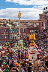 Nice Carnival 2014 (NykO18) Tags: people sculpture food france art statue cake person nice europe candy sweet crowd confetti paca cupcake pastry manmade spectators nizza alpesmaritimes carnavaldenice provencealpescôtedazur nicecarnival placemasséna