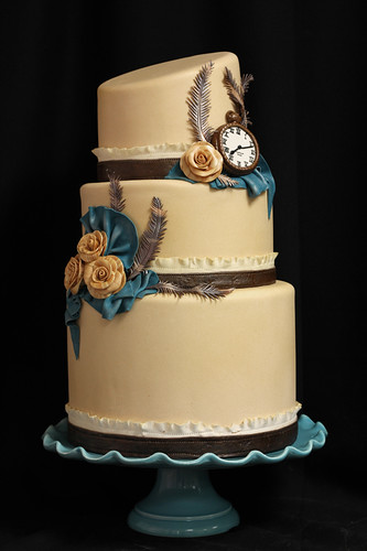 Steampunk Timepiece Wedding Cake med