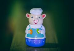 Il maiale  l'aiuto chef! (thescourse) Tags: canon piggy pig chef canondslr cuoco maialino canoniani canonitalia ef135mmf20 canoneos5dmkii eos5dmkii ilmaialelaiutochef