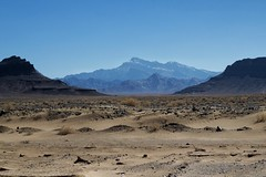 Still on the road (ellaraumo) Tags: mountains wüste desert canon iran