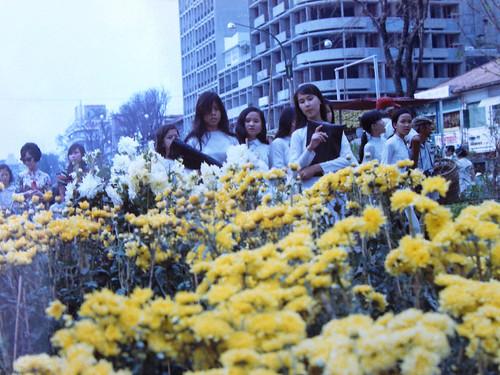 SAIGON 1971 - Photo by Dieter Wahl - Chợ hoa Tết đường Nguyễn Huệ - a photo  on Flickriver