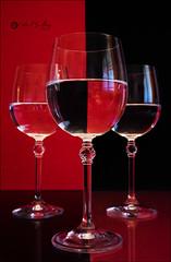 Proyecto 103/365 (Art.Mary) Tags: rojo rouge red negro noir black cristal crystal verre glass refracción agua eau water bodegón stilllife naturemorte canon proyecto365 copas cups