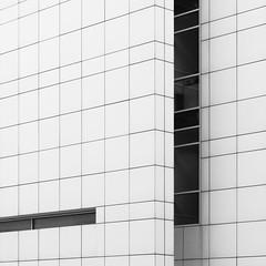 Richard Meier. MACBA #18 (Ximo Michavila) Tags: richardmeier macba ximomichavila blackwhite grey monochromatic bw lines urban city architecture museum archidose archdaily archiref barcelona cataluña spain building art modern