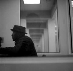 New York City (dom mesquita) Tags: rolleiflex planarlens planar80mm mediumformat 6x6 squareformat tlrcameras analog analogphotography film filmphotography fotografiaanalógica fotografiafilme kodak kodakfilm kodakd76 kodaktmax400 tmax400 tmaxd76 streetphotography streetpeople newyork nyc