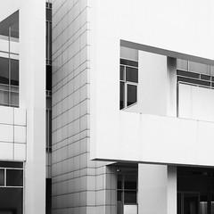 Richard Meier. MACBA #28 (Ximo Michavila) Tags: richardmeier macba ximomichavila building architecture archdaily archiref archidose barcelona cataluña spain abstract geometric blackwhite bw grey monochromatic urban graphic city shadow museum art modern lines square 11