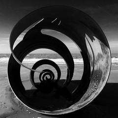 Cragen Mair / Mary's Shell (ii), Cleveleys (Rhisiart Hincks) Tags: cerflun sculpture duagwyn gwennhadu dubhagusgeal dubhagusbán blackandwhite bw zuribeltz blancetnoir blackwhite monochrome unlliw blancoynegro zwartwit plaja hondartza tràigh beach traeth traezh traezhenn plage cragen shell krogenn lloegr england sasana brosaoz ingalaterra angleterre inghilterra anglaterra 英国 angletèrra sasainn انجلتــرا anglie ngilandi ue eu ewrop europe cleveleys lancashire sirgaerhirfryn fyldecoast powsows fylde holidayresort eòrrpa europa itsaso farraige môr mor mer muir sea
