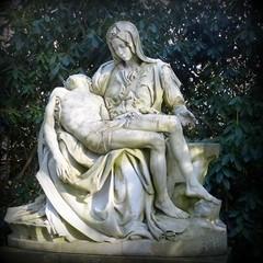 Pietà (Anke knipst) Tags: ah17 friedhof ohlsdorf hamburg cemetry pieta jesus maria karfreitag skulptur goodfriday