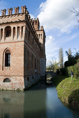 Castel Manfredi, Cremona (igorigor88) Tags: castello villa castle home house casa palazzo palace edificio building architettura architecture nikon d3300 cielo sky clouds nuvole white blue riflesso reflex reflection acqua water nature natura gita trip travel viaggio cremona cicognolo north italy lombardia italia landscape paesaggio vista view winter inverno march marzo