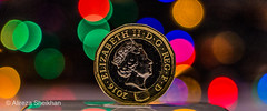 Queen (Alireza Sheikhan) Tags: 700d one pound coin color colour bokeh sharpness queen elizabeth uk majesty her new canon