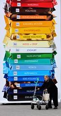 Ich will keine Schokolade... (frankhurkuck) Tags: hannover bahnhof ernstaugustplatz deutschland nds niedersachsen norddeutschland landeshauptstadt schokolade chocolate werbung bunt colorful advertising