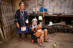 Grandmothers, Akha hill tribe (Lil [Kristen Elsby]) Tags: portrait topf25 thailand asia southeastasia grandmother pipes smoking elderly thai editorial grandmothers hilltribes chiangrai hilltribe akha northernthailand topv7777 travelphotography pipesmoking chiangraiprovince akhahilltribe ethnophotography akhatribe canon5dmarkii anthropophotography thoetthani thoedthani