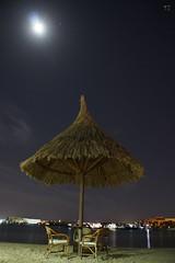 Siva Grand Beach Hurghada Ägypten (tani023) Tags: mond licht sand meer wasser nacht sommer urlaub stern spiegelung ägypten hurghada lichter sterne sessel nachtfotografie heiss hitze beleuchtet sonnenschirm spiegeln sesseln