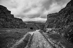 Monsanto -  o outro lado  - the other side (Antnio Alfarroba) Tags: castle stone ruins ruin ruina ruinas castelo granit granito