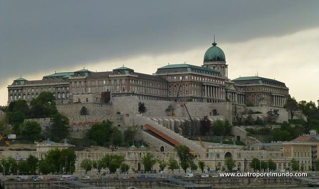 Castillo de Buda visto desde la otra orilla del Danubio