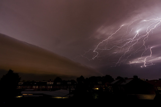 monster lightning with shelf cloud