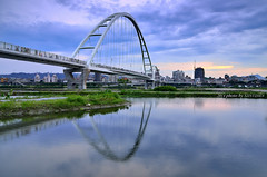 端午  新月  橋 (szintzhen) Tags: bridge sky cloud reflection water taiwan 台灣 雲 天空 水 橋 大漢溪 倒映 新北市 newtaipeicity 新月橋