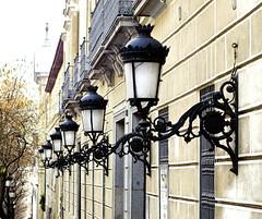 Madrid (España), Calle Santa Isabel (ipomar47) Tags: madrid letras españa spain calle street santa isabel pentax k5 farola lamppost lamp tufototureto ruby3 ruby10 ruby15 farol streetlight streetlamp