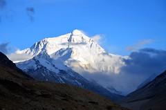 Witness something truly magnificent (Metok Image 梅朵映畫) Tags: tibet himalaya everest
