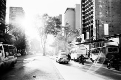 Bogotá - la 19 (RoryO'Bryen) Tags: bogotá calleavenida19 street centre centro streetphotography streetlife colombia copyrightroryobryen colombie roryobryen rangefinder leicamp 35mm leicasummiluxm35mmf14asph 35mmsummiluxmasph leicasummiluxm35mmf14 ilfordfp4 iso125 carreraséptima