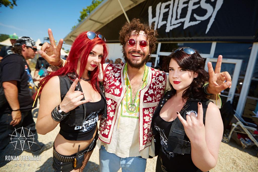 Rock Fest filles montrent seins