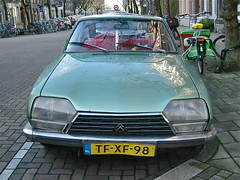 1973 CITROËN GS 1220 Club (ClassicsOnTheStreet) Tags: classic amsterdam club sedan citroën 70s oldtimer streetphoto spotted 1970s saloon gs 1973 berline streetview 1220 klassieker gespot 2013 opron straatfoto carspot robertopron andreasbonnstraat tfxf98