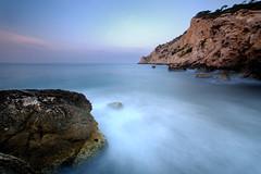 Azul (J MORA) Tags: longexposure color mar agua mediterraneo paisaje amanecer cala acantilado rocas finestrat d90