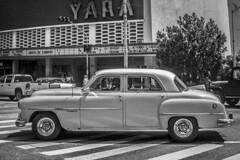 Vehiculos del pasado hoy (J.M. Stelluti) Tags: old building cars edificios cuba ciudad taxis vida carros postal cuban habana balcon havanna viajar vehiculos abandono tiempo cubanos viejos deterioro automoviles mantenimiento antaos stelluti