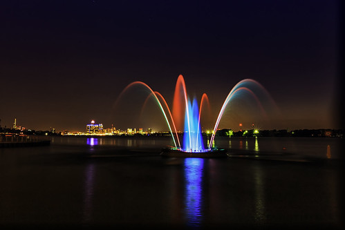 """Windsor Peace Fountain • <a style=""""font-size:0.8em;"""" href=""""http://www.flickr.com/photos/76866446@N07/14684182761/"""" target=""""_blank"""">View on Flickr</a>"""