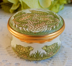 Halcyon Days English Enamels Trinket Box ~ Frog Scene ~ Gold (Donna's Collectables) Tags: halcyon days english enamels trinket box ~ frog scene gold
