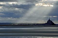 Paisaje magico (ceszij) Tags: baiedumontsaintmichel france normandie bretagne francia montsaintmichel mare mar mere sea marea baissemaree maree sunray rayosdesol