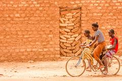 Bani, Burkina Faso (gstads) Tags: bani burkina burkinabe burkinafaso africa afrique girls bicycle bike bicyclette streetphotography filles afriquedelouest francophonie sahel