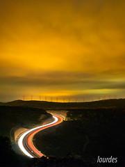 Boira. (lolmost) Tags: noche carretera molinos niebla coche montaña luces estelas rojo