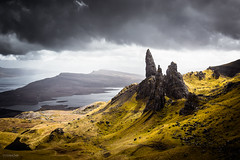 Old man of Storr (Steffen Walther) Tags: 2016 reise schottland scotland landscape skye oldmanofstorr rocks mountains highlands green clouds travel outdoors wanderlust reisefotolust portree uk britain canon5dmarkiii canon1740l path lake sun colorful europe mystical