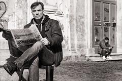 the newspaper (Gerard Koopen) Tags: italië italia rome city capital bw blackandwhite straat street straatfotografie straatportret streetportrait streetphotography man people newspaper corrieredellosport candid fujifilm fuji xpro2 65mm 2017 gerardkoopen