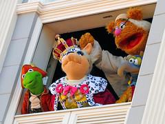 Kermit, Miss Piggy, Fozzie and Gonzo (meeko_) Tags: kermit frog kermitthefrog miss piggy misspiggy fozzie bear fozziebear gonzo gonzothegreat thegreatgonzo muppet thomasjefferson queengeorgette benfranklin johnadams thedeclarationofindependence muppets present great moments american history greatmomentsinamericanhistory themuppetspresentgreatmomentsinamericanhistory show entertainment libertysquare magic kingdom magickingdom themepark walt disney world waltdisneyworld florida