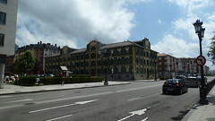 Teatinos (Jusotil_1943) Tags: 03062013 roads calles oviedo nubes señales trafico edificios arquitectura