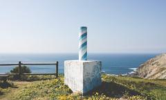 3043 (saul gm) Tags: vérticegeodésico trigpoint cudillero asturias asturies españa spain eiurope sea mar ocean cantabriansea cantábrico flowers spring